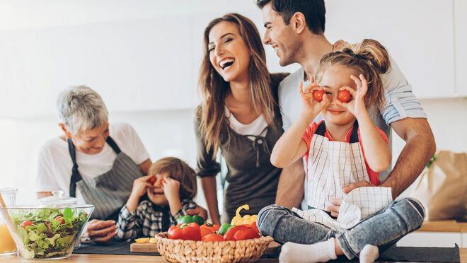 familia-disfruta-alimentos-sanos_1252084799_349110_660x372